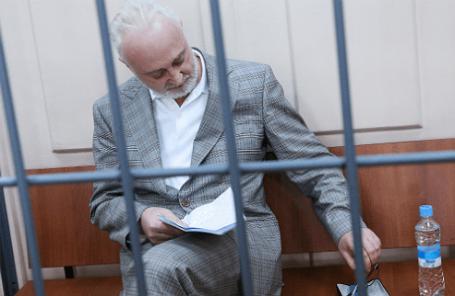 Леонид Меламед, задержанный по делу о растрате в особо крупном размере, во время рассмотрения ходатайства следствия об избрании меры пресечения в Басманном суде