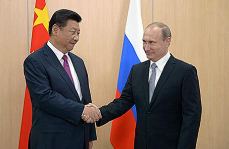 Председатель КНР Си Цзиньпин и президент России Владимир Путин во время встречи на саммитах БРИКС и ШОС в Уфе, 8 июля 2015.