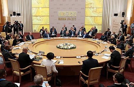 Главы стран БРИКС на саммите в Уфе, 9 июля 2015.