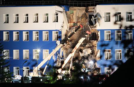 На месте обрушения здания учебного центра ВДВ. Работы по разбору завалов и поиску пострадавших продолжаются.