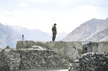 Таджикистан. Памир. Пограничник Рушанской погранзаставы.