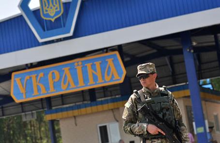 Пограничный служащий Украины на посту.