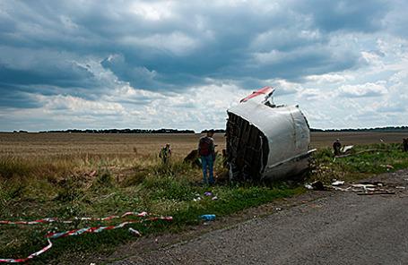 На месте крушения Boeing-777 под Донецком.