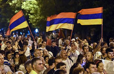 Протесты в Ереване против повышения цен на электроэнергию в Ереване, Армения, 23 июня 2015.