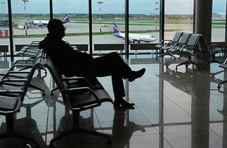 Пассажир в зале вылета терминала Е аэропорта «Шереметьево».