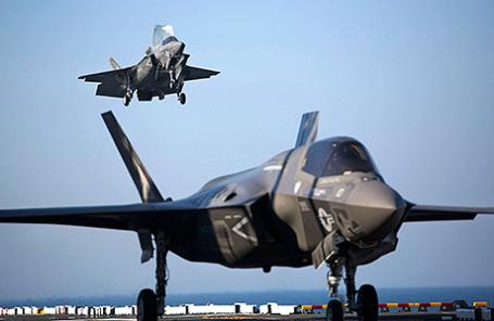 Истребители F-35B.