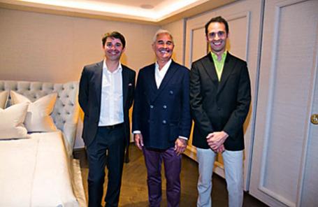 На снимке (слева направо): основатель, идеолог, главный дизайнер бренда Promemoria Давиде Соцци, владелец, создатель Promemoria Ромео Соцци и генеральный директор компании Promemoria Паоло Соцци.