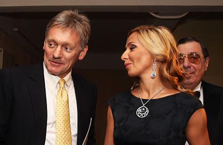 Заместитель руководителя администрации президента РФ, пресс-секретарь президента РФ Дмитрий Песков (слева) и фигуристка Татьяна Навка.