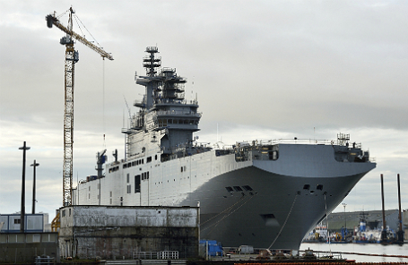 Вертолетоносец «Севастополь» класса «Мистраль» во французском порту Сен-Назер.