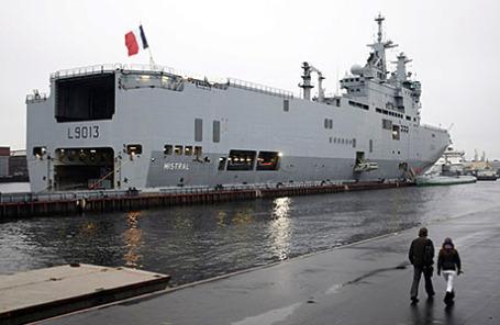 Французский военный вертолетоносец «Мистраль».
