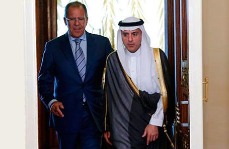 Глава МИД РФ Сергей Лавров (слева) встретился с министром иностранных дел Саудовской Аравии Аделем Джубейром