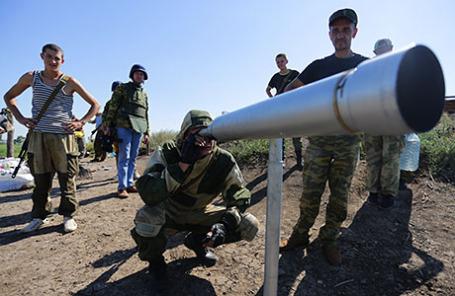 Ополченцы Донецкой народной республики на боевых позициях под Горловкой.