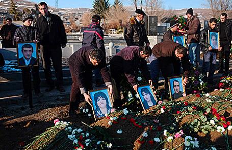 Похороны шести членов армянской семьи, убитых российским военнослужащим Валерием Пермяковым.