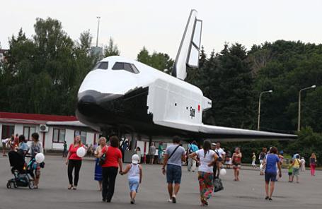 Макет космического корабля «Буран», установленный на территории ВДНХ.
