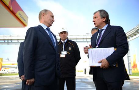 Президент РФ Владимир Путин и президент, председатель правления НК «Роснефть» Игорь Сечин (слева направо на первом плане)