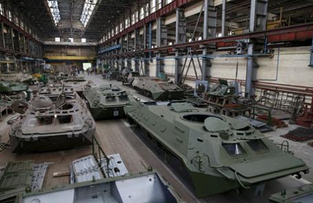 Ремонт бронетехники на заводе в Киеве.