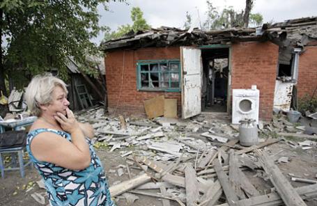 Последствия обстрелов жилых домов на окраине Донецка.