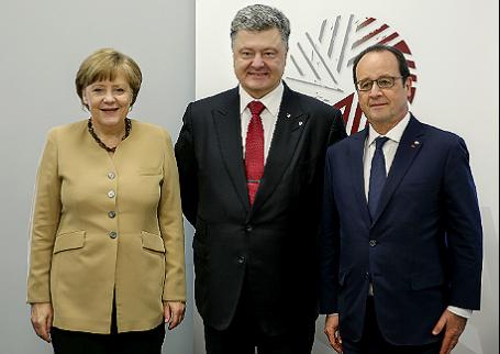 Канцлер Германии Ангела Меркель, президент Украины Петр Порошенко и президент Франции Франсуа Олланд (слева направо).