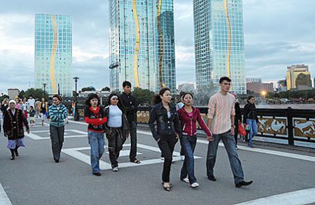 Казахстан. Астана. В центре города на набережной реки Ишим.