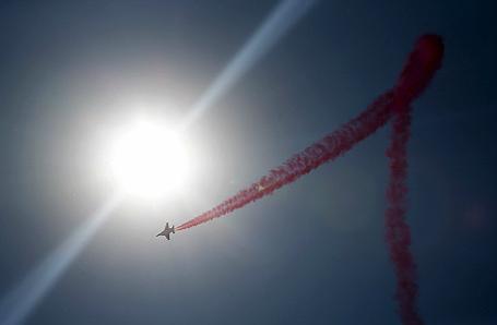 Выступление учебно-боевого самолета Як-130 на авиасалоне МАКС-2015 в подмосковном Жуковском.