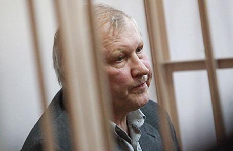 Бывший депутат Госдумы Михаил Глущенко, обвиняемый в организации убийства политика Галины Старовойтовой, во время заседания в Октябрьском районном суде.