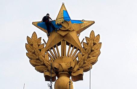 Звезда на высотке на Котельнической набережной.