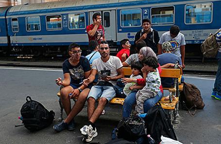 Мигранты на станции в Будапеште, Венгрия.