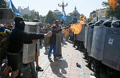 Беспорядки у здания Верховной рады в Киеве, 31 августа 2015.