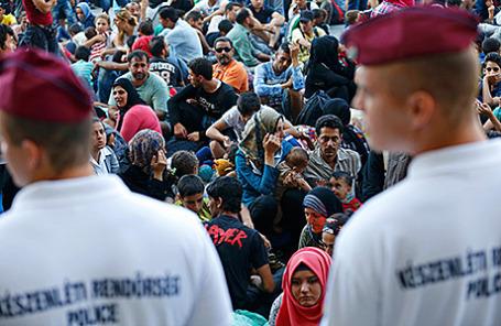 Мигранты на Восточном вокзале Будапешта, Венгрия, 1 сентября 2015.