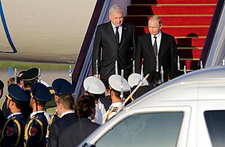 Президент России Владимир Путин в аэропорту Пекина, Китай, 2 сентября 2015.