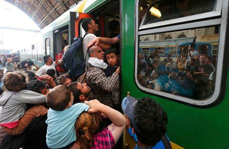 Мигранты на вокзале Келети в Будапеште, Венгрия.
