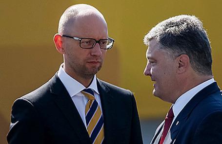 Президент Украины Петр Порошенко и премьер-министр Украины Арсений Яценюк (справа налево).