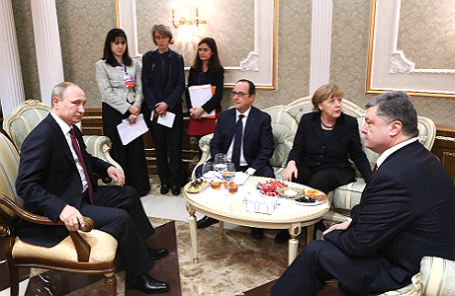 Президент России Владимир Путин, президент Франции Франсуа Олланд, канцлер Германии Ангела Меркель и президент Украины Петр Порошенко (слева направо).