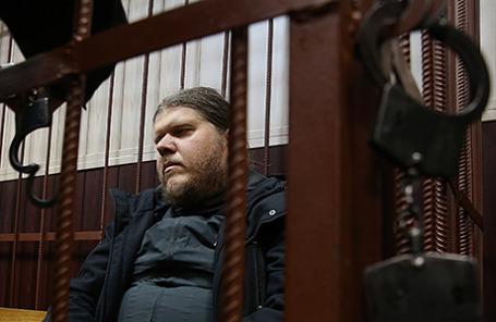 Руководитель религиозной секты «Бога Кузи» Андрей Попов, обвиняемый в мошенничестве, во время рассмотрения ходатайства следствия об аресте в Таганском суде в Москве, 11 сентября 2015.
