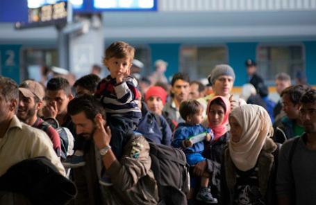 Нелегальные мигранты и беженцы продолжают прибывать в Германию.