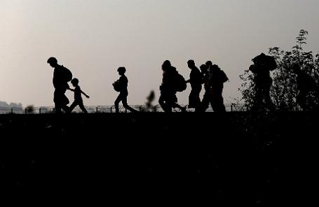 Нелегальные мигранты и беженцы на границе Венгрии и Сербии.