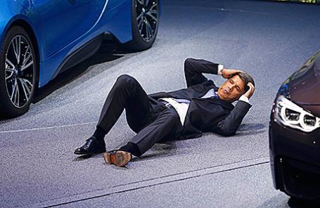 Генеральный директор компании BMW Харальд Крюгер на Международном автосалоне во Франкфурте, Германия, 15 сентября 2015.