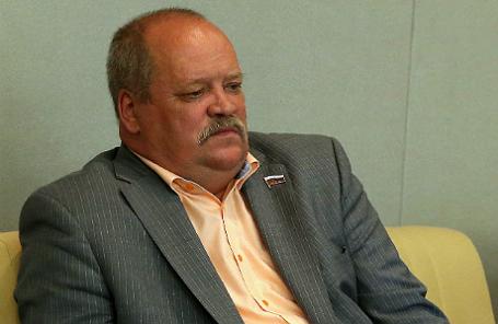 Депутат Игорь Зотов во время заседания Госдумы РФ.
