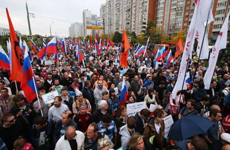 Участники митинга оппозиции «За сменяемость власти» в районе Марьино.