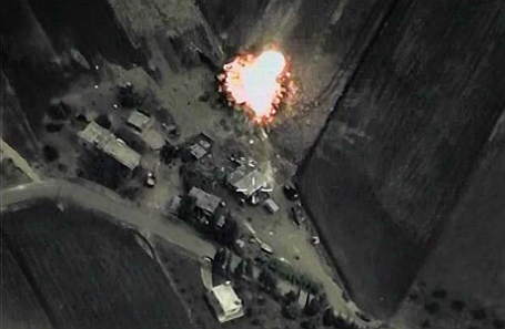 Российская авиационная группа нанесла точечные удары по объектам террористической организации ИГИЛ в Сирии.