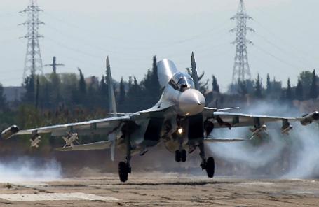 Сирия. Латакия. 5 октября 2015 года. Российский многоцелевой истребитель Су-30СМ на авиабазе «Хмеймим».