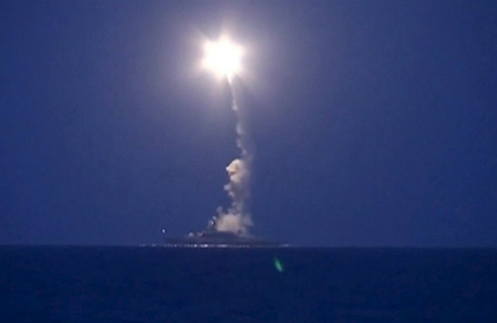 Пуск российской ракеты в Каспийском море.