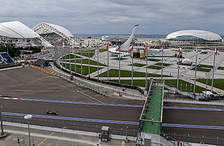 Сессия свободных заездов на 15-м этапе чемпионата «Формулы-1» в Сочи, Россия.