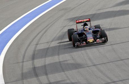 Квалификационный заезд российского этапа чемпионата мира по кольцевым автогонкам в классе «Формула-1» на трассе гоночного комплекса «Сочи Автодром».