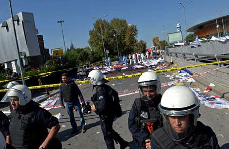 Последствия взрыва во время марша мира в Анкаре.