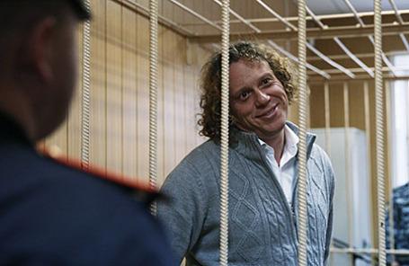 Бизнесмен Сергей Полонский, обвиняемый в мошенничестве в особо крупном размере при строительстве элитного жилья, во время рассмотрения ходатайства следствия о продлении срока ареста в Тверском суде.