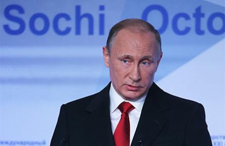 Президент РФ Владимир Путин выступает на пленарной сессии 12-го заседания Международного дискуссионного клуба «Валдай».