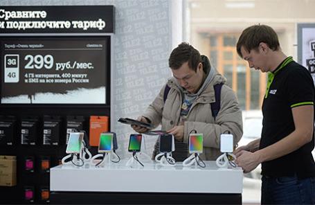 В офисе продаж оператора сотовой связи Теле2.