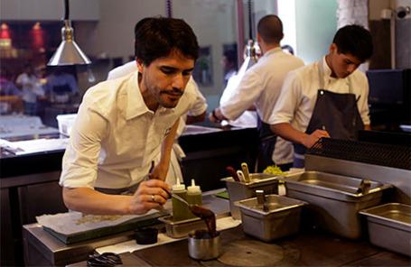 Шеф-повар Вергилио Мартинес.