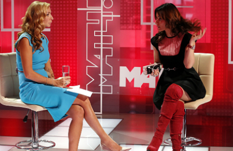 Ведущая «Матч-ТВ» Татьяна Навка и генеральный продюсер телеканала Тина Канделаки (слева направо) на съемках телепередачи в телецентре «Останкино».